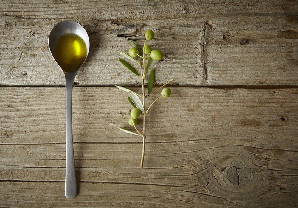 3 MODI PER SCOPRIRE SE UN OLIO E' DI QUALITÀ Come riconoscere un buon olio extra vergine di oliva