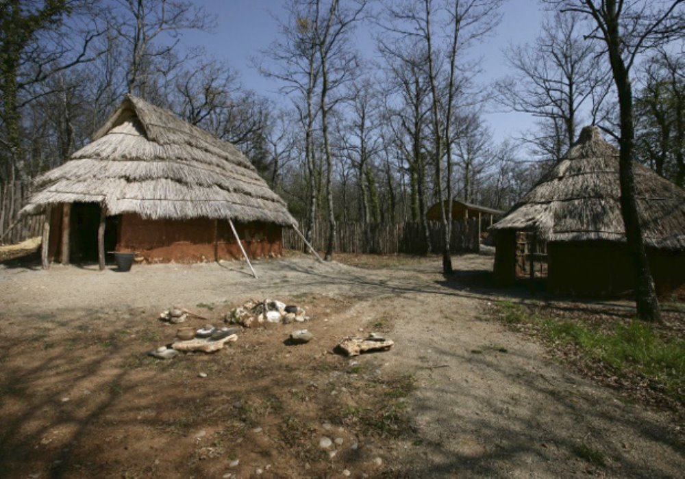 ARCHEODROMO DI BELVERDE Scopri il villaggio dell'età del bronzo